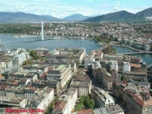 В самом центре Европы расположена прекрасная альпийская страна – Швейцарская Конфедерация. Если ехать по территории страны на юго-запад, то вы окажетесь в ее туристической столице Швейцарии – старинной Женеве. Это прекрасный галльский город, уютный и живописный, где старина сопутствует современной жизни.   Путешествуем по Женеве  Этот город просто прекрасен, причем в отличии от многих мест, здесь чудесно себя чувствуешь в любое время года. Женева ухожена, благополучна и полна достопримечательностей. Что посмотреть? Любоваться в этом городе можно любым уголком, хотя есть такие диковинки, которым стоит уделить особое внимание.Итак, отправляемся в небольшое путешествие по Женеве. Парк О-Вив. Этот парк был подарен городу Луи Фором — строителем Сен-Готтардского туннеля. Живописная природа данного места не оставит равнодушным никого. Тут находятся тенистые аллеи и престижные теннисные корты. Украшение парка — старинный дом, построенный еще в 1750, на первом этаже его расположено уютное кафе, а на втором — ресторан, который имеет две мишленовские звезды. Набережная Монблан. Обязательно посетите это место, чтоб увидеть фонтан Же-д'О. Его освежающие струи бьют на высоту 147 м. Отсюда же видна и гора Монблан; Для любителей книг можно рекомендовать Centre d'art en L'Ile – настоящий «книжный остров». Вряд ли где-то еще можно увидеть такое литературное изобилие. Здесь же находится и музей комиксов; Пленпале – настоящий «блошиный рынок». Придя сюда в субботу с 7 часов утра до обеда, вы получите массу впечатлений. Тут можно увидеть выставленные для продажи самые разнообразные вещи – от неработающих кассетных магнитофонов до дорогого старинного оружия и часов; Каруж – настоящий «город в городе». Бывший когда то соперником столицы, он, волею судеб, стал ее частью. Различие между ним и остальными частями столицы настолько огромно, что, миновав мост Пон-де-Каруж, вам покажется, что вы находитесь не в черте Женевы, а переехали в другой населенный пункт. В Каруже стоит посетить старинну